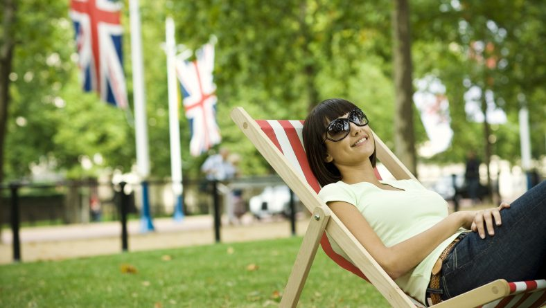 4 Reasons to Hire a Minicab this Summer
